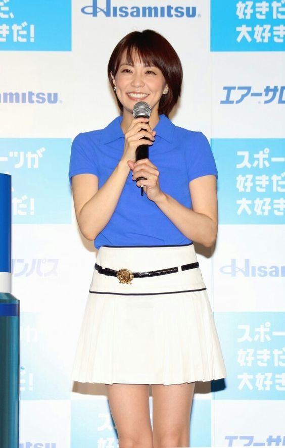 白スカートの小林麻耶