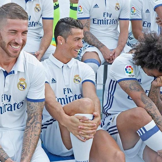 😂📸👕 Good times at the official team photoshoot at #RMCity... Buenos momentos en la foto oficial del equipo en #RMCity... - 📷 Head to realmadrid.com to see more photos! 📷 ¡Visita realmadrid.com para ver más fotos!