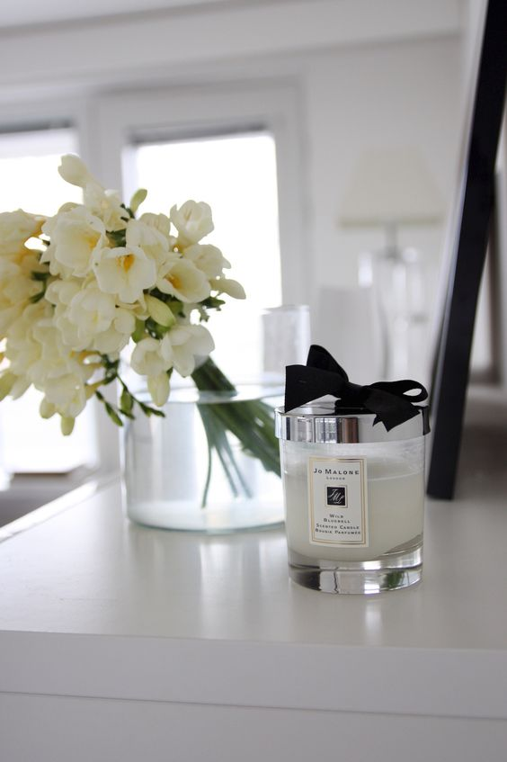 Homevialaura | Jo Malone scented candle and white flowers: