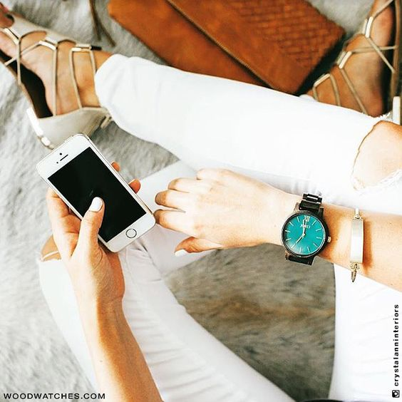 Minimalism has never equated to more. Vibrant emerald green and intensely  hued sandalwood meet to form a powerful yet soothing palette. Your time is your own. Find elegance with ease in the ultra slim case powered by a Swiss movement and enjoy the comfort of the straight line strap. The uncomplicated face allows focus, the streamlined shaping offers style. Wear time well with the Frankie Dark Sandalwood & Emerald.
