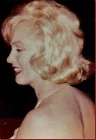 Marilyn at Henry Miller Theater on Broadway. She's there to see Yves Montand's one man show, An Evening with Yves Montand, 21 September 1959.