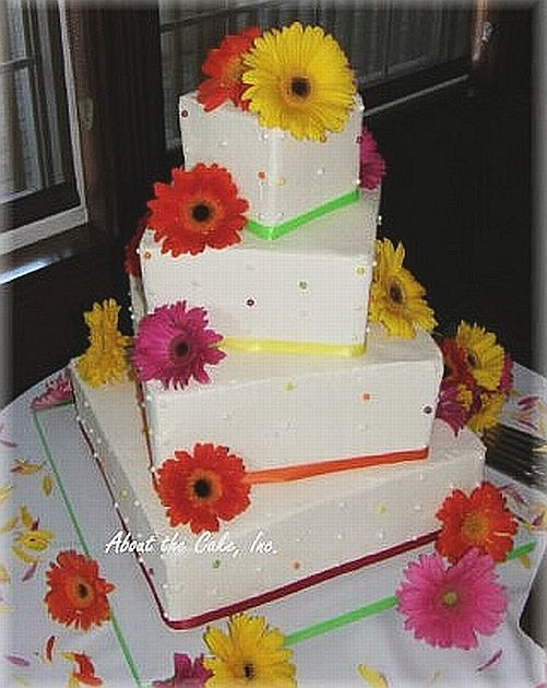 cute cake idea! @Donna Cubberly Square tiers with Gerbera Daisies.  Super Cute and really close to what I have been looking for, Becky you knkow me so well :)