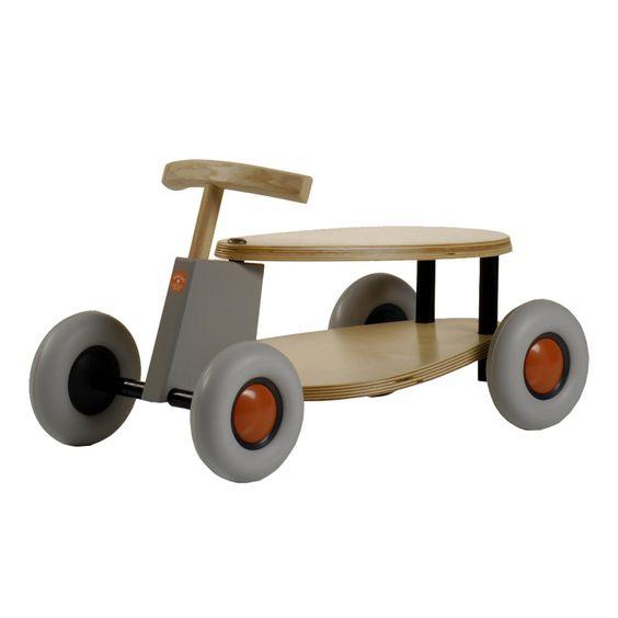 Automobilina cavalcabile in legno, dal design moderno, con ruote silenziosissime! Adatta per bambini da 1 anno e mezzo di età.