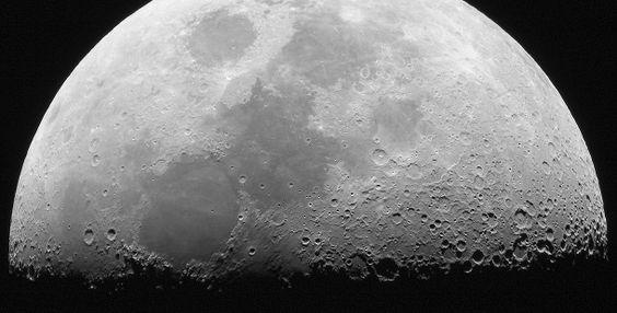 A NASA anunciou terem sido encontradas provas da existência de água em partículas minerais da superfície da Lua e que esta provém de fontes desconhecidas situadas nas suas profundezas.