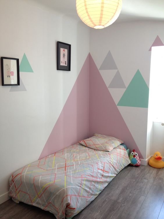 chambre d 39 enfant d co mur peinture triangle geometric wall paint deco. Black Bedroom Furniture Sets. Home Design Ideas