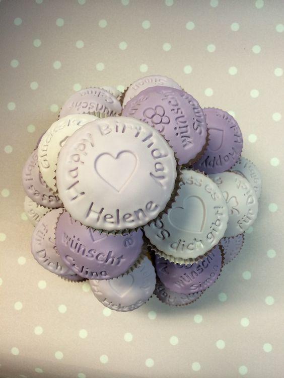 Cupcakes mit gestempelten Fondanttalern zur Geburtstagsfeier. Personalisierte Keksstempel erhältlich bei www.dein-keksstempel.de oder info@dein-keksstempel.de