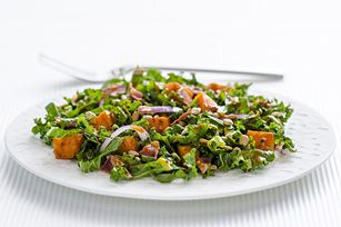 Salade de patates douces rôties et de chou frisé
