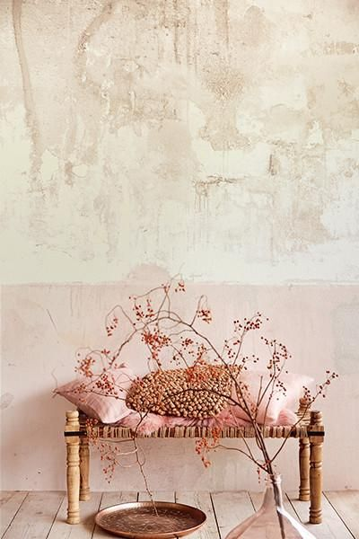 Blush pink inspiration flows from this weathered wall mural with a gorgeous feminine pale pink lower section. Weathered Walls & Déshabillé Lovely. #mural #walls #weathered #distressed #blushpink #oldworld #mottled #twotone