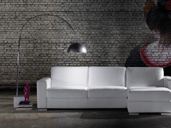 Composizione divano angolare moderno in vera pelle bianca con bracciolo squadrato.