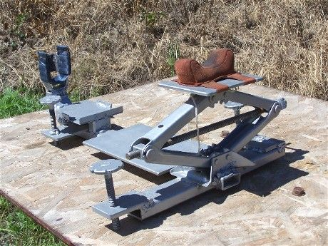 Homemade Rifle Rest Out Of Screwjack Diy Shooting Hunting Gear Pinterest Homemade