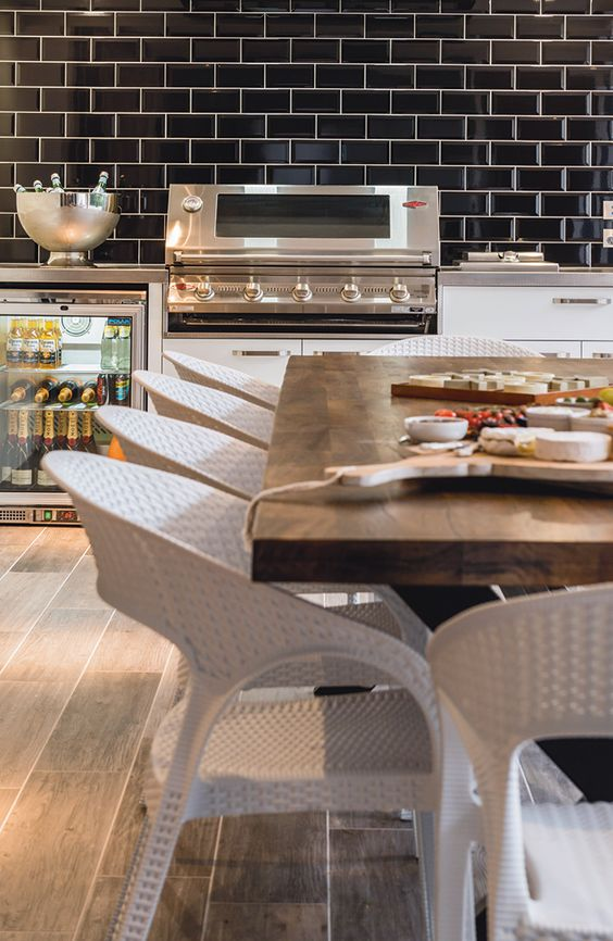 Designed by Designer Kitchens and Condari. http://www.queenslandhomes.com.au/alfresco-dining-kitchen/