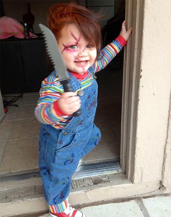 Halloween oblige, on termine notre tour des meilleurs déguisements dénichés sur le web. Cette fois-ci, ce sont les parents qui font très (très) fort, en déguisant leur enfant avec beaucoup d'humour et: