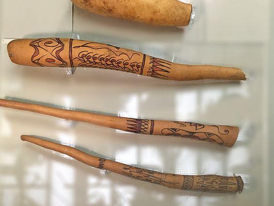 Котека – своеобразный футляр для пениса для мужчин из племени, который собственно и составляет всю их одежду плюс пояс. Фото: Evgenia Shveda