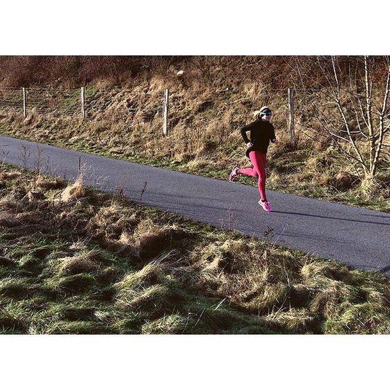 Intensive Trainingseinheiten wie Intervalle oder Tempodauerläufe können Spaß machen. Manchmal. Haben gern einen Effekt, der mit Schluckbeschwerden und Schnappatmung einhergeht. Schon allein wenn man den Trainingsplan nur anschaut. Ein paar Tipps zum Überleben ;) gibt es auf meiner Seite. { via @eiswuerfelimsch } { #motivation #laufen #running #quote #sport #fitness } { #pinyouryear } { @fabletics }