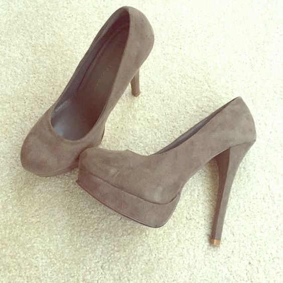 Chinese laundry tan suede platform pumps Shoes are in great condition. Suede has no marks at all and insides are very clean. The heals have no marks or scuffs. These have a 6 inch heal with a 1 inch platform. Chinese Laundry Shoes Heels