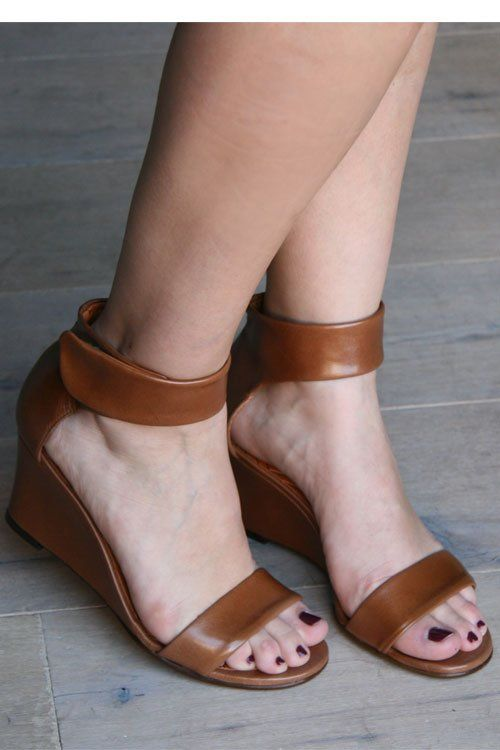 leather wedges: Chie Mihara, Leather Wedges, For, Brown Leather, Wedge Sandals, Awesome Style