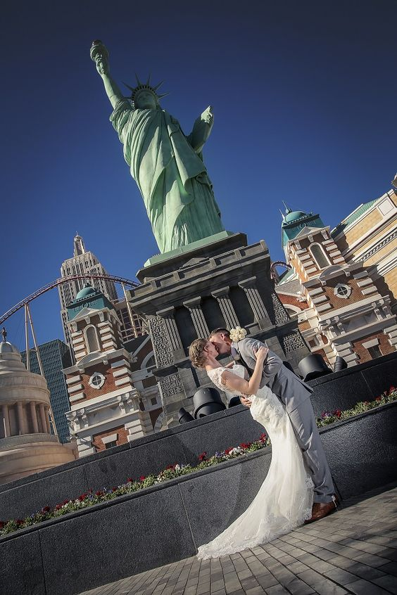 Le New York Wedding Photo On The Las Vegas Strip Shoots Available By Chapel Of Flowers Pinterest