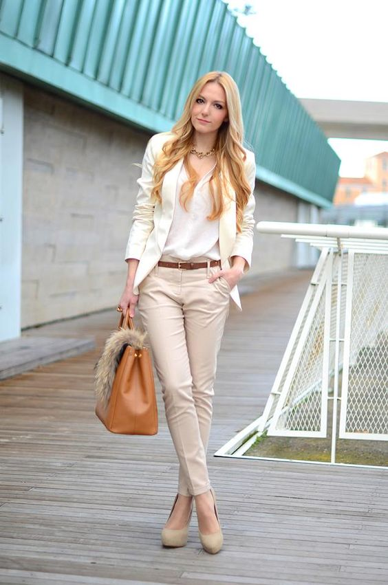 i would totally wear this, it looks so nice with the neutral colours and the classy look