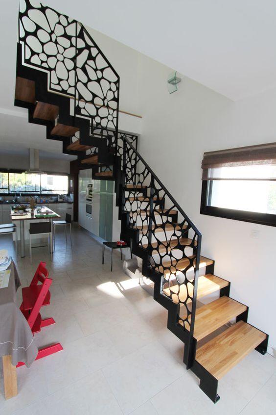 le lannic acier escalier moderne avec un limon cr maill re m tallique par potier escaliers. Black Bedroom Furniture Sets. Home Design Ideas