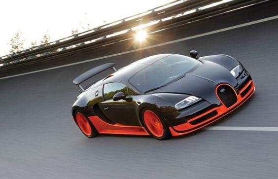 Beautiful Bugatti Veyron Supersport flying around the track