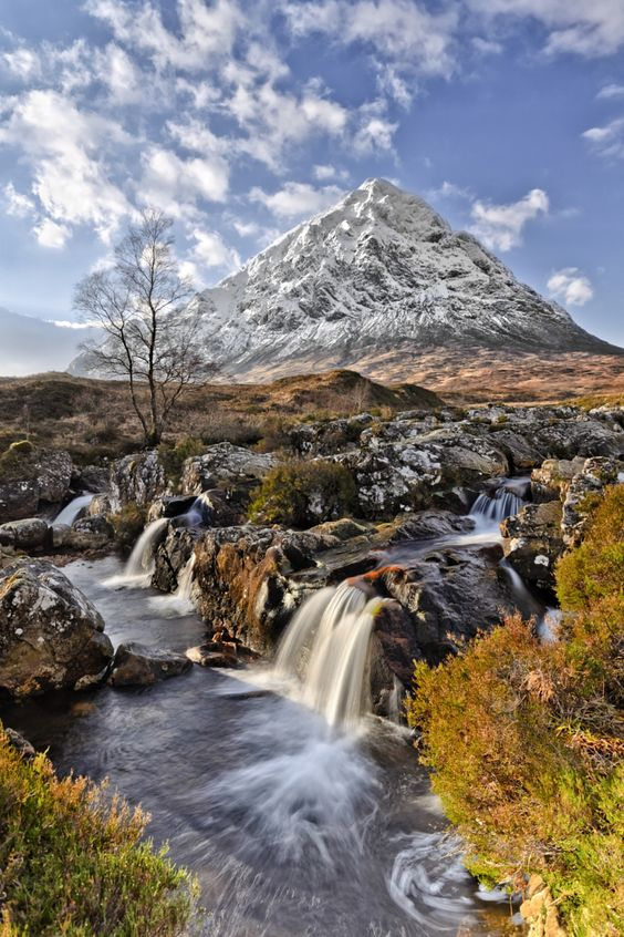 Buachaille Etive Mor, Scotland | The GREAT Britain Travel Bucket List | via It's Travel O'Clock