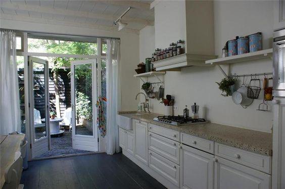 keuken met openslaande deuren naar de tuin   Openslaande deuren   Pinterest   Kitchen ideas