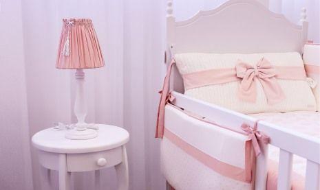 O rosa é mesmo uma unanimidade para decorações de quartos de menina! Ao lado do branco ele imbatível! Confira mais uma produção de sucesso com a dupla imbatível!