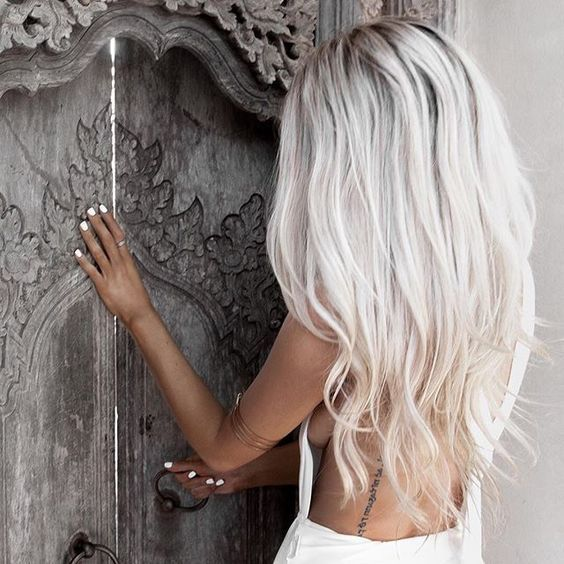 Long Icy Blonde Hair Looks Ideal With Tanned Skin And White Nails Styles Pinterest Blondes