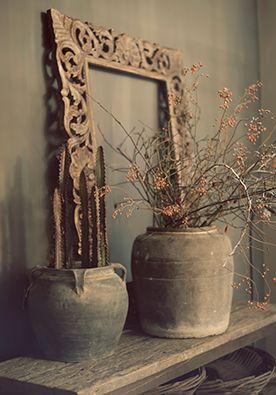 Plantentafel DIY | doe het zelf Een plantentafel kan wat oubollig aandoen. Maak 'em daarom met gedroogde takken en cactussen. www.twoonhuis.nl