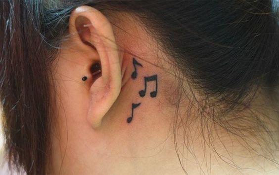 Kulak Arkasında Müzik Notaları Figürü Kadın Moda Ve Kombinler