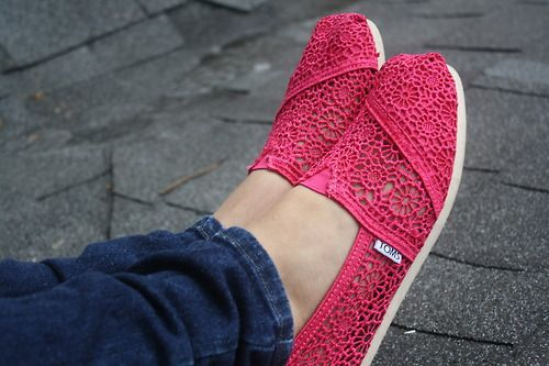 red toms crochet shoes