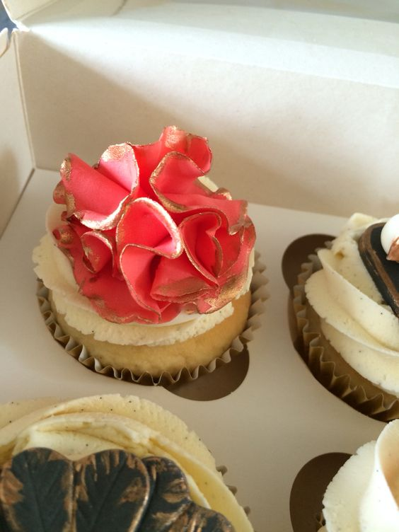 Burlesque cupcakes by Danielle's homemade cakes #burlesque # cupcakes #danielleshomemadecakes