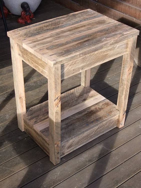Diy pallet side table nightstand woodworking plans side for Diy pallet bench instructions