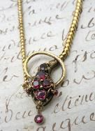 Love all the antique jewelry on this site!