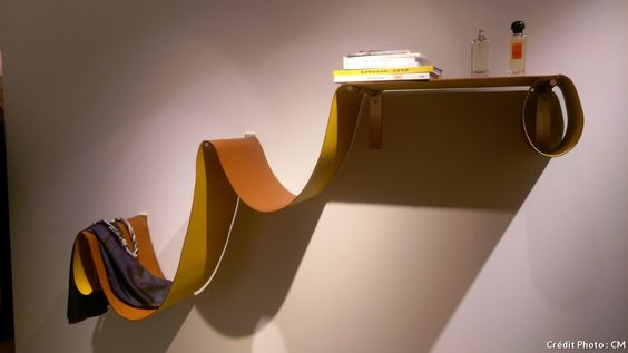 Pour cette étagère modulable baptisée Vague de cuir créée pour Petit h, le couple de designers belges Hannes et Muller van Severen s'est inspiré de la simplicité élégante de leur fameuse chaise longue, celle-là même qui a fait leur réputation il y a quelque cinq ans.