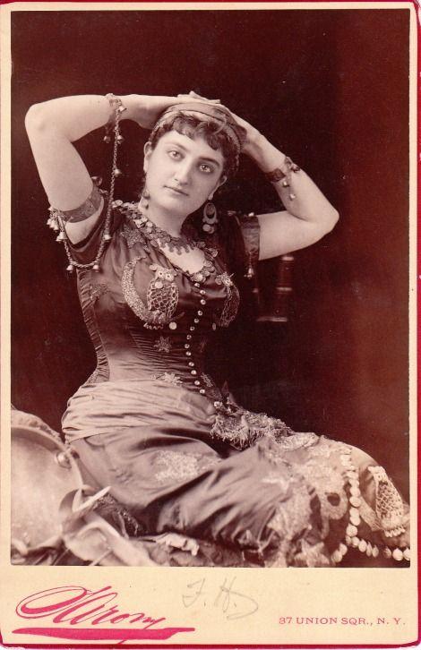 cabinet card portrait of Rosalba Beecher, opera singer