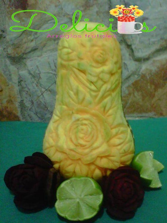 auyama tallada con adornos de limon y remolacha
