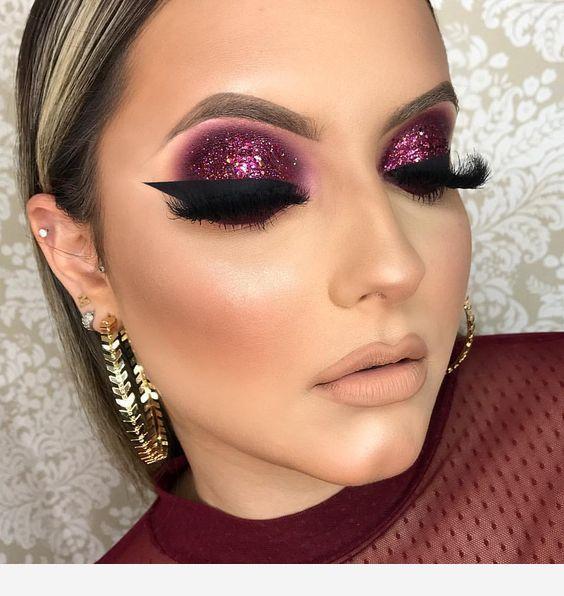 Mauve makeup , eyeliner and eyelashes