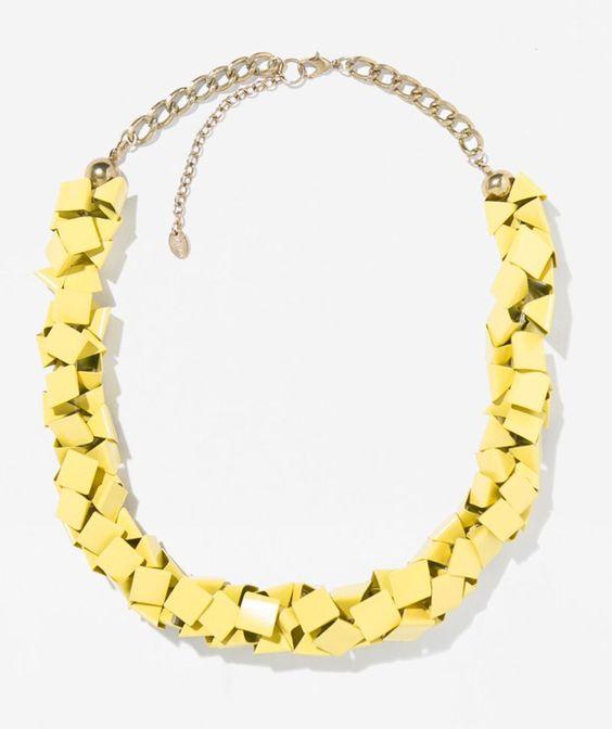 Pin for Later: 10 Teile aus Zaras Schmuckkollektion, die euch beeindrucken werden  Zara yellow metallic necklace ($30)