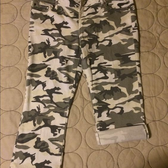 White w/grays camo capris. Capris. White w/grays camo print. Size 11/12 juniors size. Very comfortable. Has a nice stretch. What about me Pants Capris