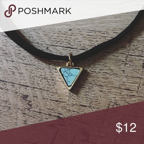Green turquoise triangular charm choker Brand new with gift box. Only from the best, TrueCharma.com🤗❤️♥️♥️💕💜😘💙❤️🎉 Jewelry