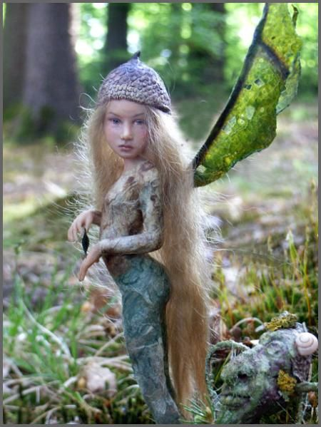 Tiny fairy sculptures by Tatjana Raum - they're beautiful, interesting and seem to almost breathe.  http://chopoli.com/papouseite.htm