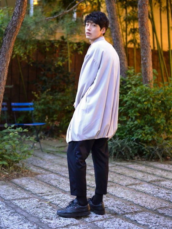 バルーンシルエットの坂口健太郎のファッション