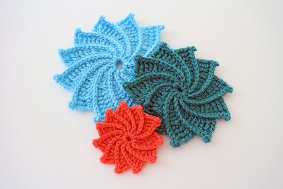 how to crochet the Spiral Crochet Flower as Brittany demonstrates the large size in this video tutorial. For written pattern (includes small, medium an...