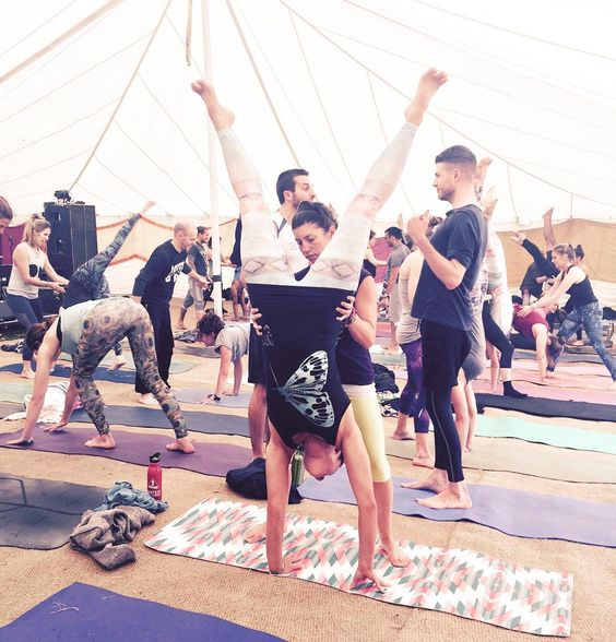 Great start to the festival thanks to @dylanwerner and his hardcore super fun boot camp handstand class  with @rosanafiore yoga buddy!  #everypartoftheprocess #makeadifference #love #respect #family #friends #ethical #animallover #sustainable #healthy #yoga #yogalife  #fashion&fitness #friendlyfashion #clothingwithlove #transparency #nature #organic #handprinted #handmade #limitededition  #worldlandtrust #tshirts4rainforests  #FunAliveFresh #emmanissim