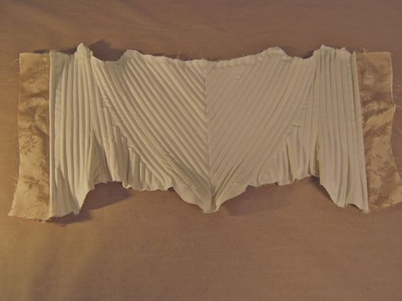 between 1790 and 1810 in France, Coutil fabric for the corsets