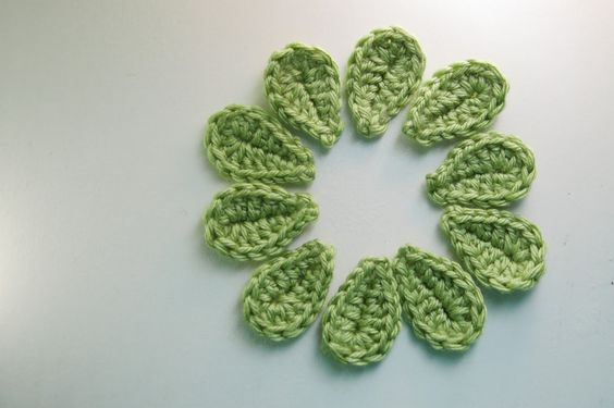 2 Minute Leaf- Free Pattern, changed the end to 2xtr+ 1htr. Gives it a more rounded shape.