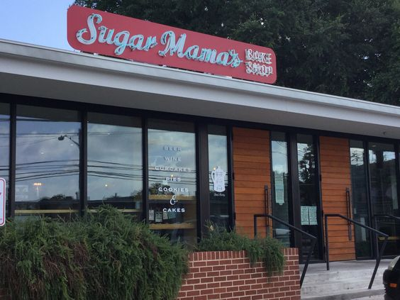 #SugarMamasBakeShop won #FoodNetworks Cupcake Wars, just parallel to MLK on Manor minutes away from #PlatformATX or grab a Favor!