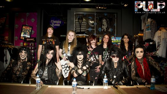 Check out the photos from Pulp Edinburgh's BLACK VEIL BRIDES signing 28/03/12    To see all the signings photos check out the Facebook album …    http://www.facebook.com/media/set/?set=a.325093644213219.77735.155268077862444=1