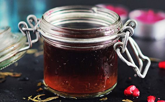 Use pomegranate juice + green tea to make this natural cleanser.
